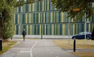 Färgglad fasad ger nytt p-hus karaktär