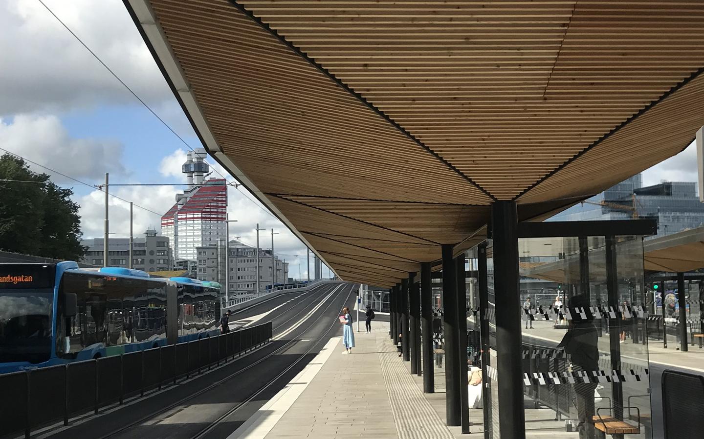 Eleganta skärmtak på nya Hållplats Nordstan